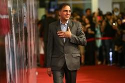 نمایش کافه پولشری | شامگاه پنجشنبه ۲۷ اردیبهشت، حسن فتحی «کافه پولشری» الهام پاوه نژاد را افتتاح میکند | عکس