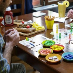 رویداد روز جهانی بازی رومیزی در کافه گیک | عکس