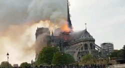 کلیسای قدیمی نوتردام پاریس در آتش سوخت | عکس