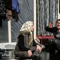 نمایش سعادت لرزان مردمان تیره روز   عکس