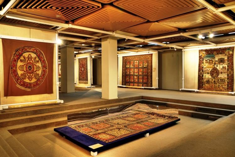 عکس گردش تهرانگردی به زبان فرانسه |موزه فرش|