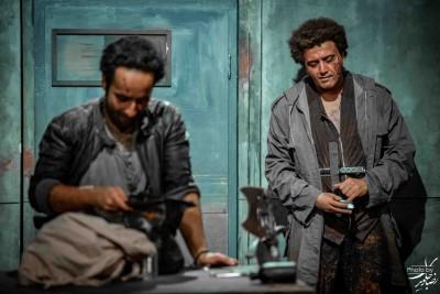 نمایش کرونوس | یادداشت محمدحسن خدایی، روزنامه اعتماد، براى نمایش «کرونوس» | عکس