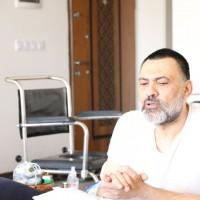 دیدار مدیرعامل انجمن تئاتر انقلاب و دفاع مقدس با هنرمند متعهد و جانباز سینما و تئاتر | عکس