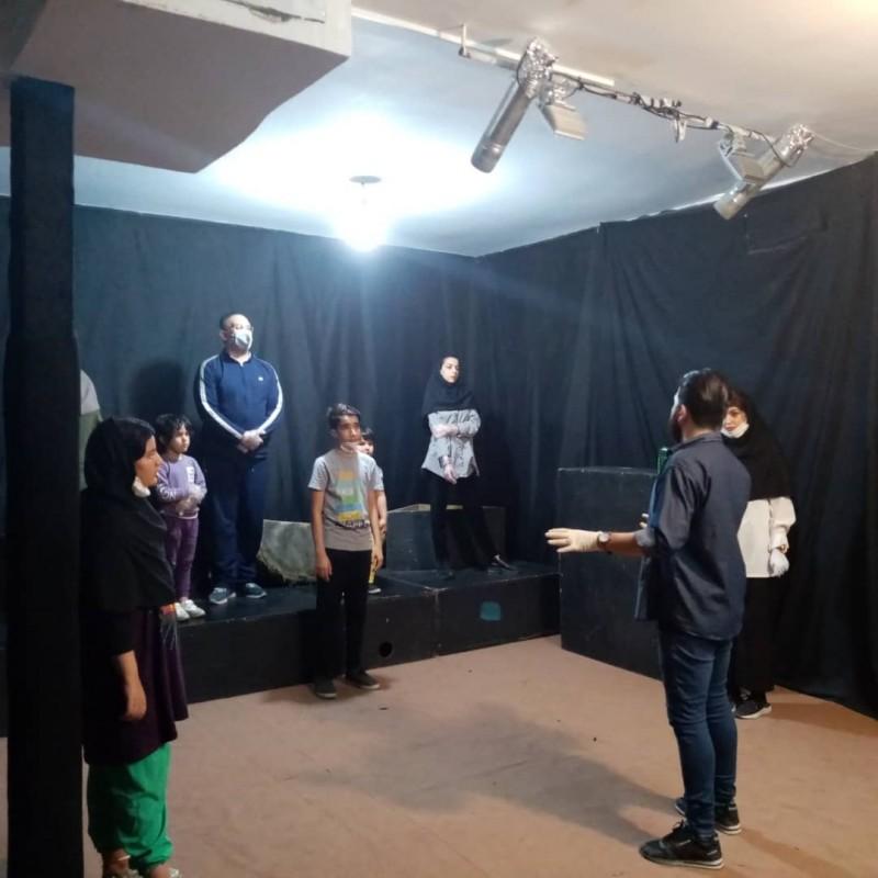 کارگاه آموزشی مبانی تئاتر در پلاتو تئاتر آدمک اصفهان برگزار شد. | عکس