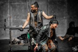 نمایش کرونوس | نگاهی به نمایش «کرونوس» کارگردانی علی صفری | عکس