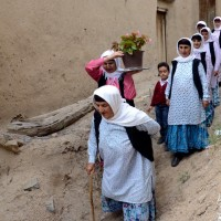 مراسم عیدی بران (بردن هدیه برای نوعروس) در روستاهای گیلان | عکس