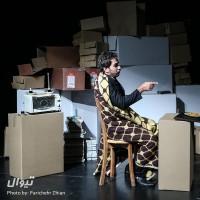 گزارش تصویری تیوال از نمایش آمریکا که آمد بروید زیر سقف ها / عکاس: پریچهر ژیان | عکس