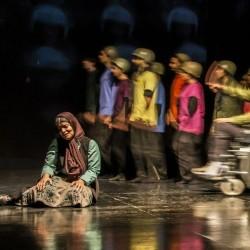 فیلمتئاتر سرودهای نوجوانی که رژه رفتن را از رکسانا بیشتر دوست داشت | عکس