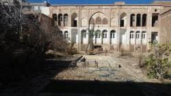 آسیب ۳۰۰میلیونی به خانه تاریخی مقدم کاشان در پی احداث پارکینگ   عکس
