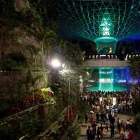 افتتاح بلندترین آبشار مصنوعی جهان | عکس