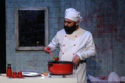 نمایش هدیه جشن سالگرد | نمایش «هدیه جشن سالگرد» از ششم فروردین ماه در تئاتر مستقل تهران روی صحنه میرود. | عکس