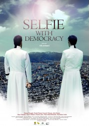 رونمایی از پوستر خارجی «سلفی با دموکراسی» همزمان با حضور در بازار جشنواره برلین | عکس