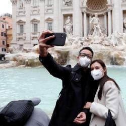 گردش در جهان با ماسک | عکس