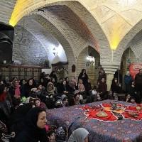 جشنواره سنتی کرسی نشینیِ، حمام تاریخی قلعه همدان | عکس