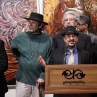 نمایشگاه آثار نقاشی حجتالله شکیبا | اثر نقاشی استاد جمشید مشایخی از چهره همسرش به خانواده اش اهدا شد . | عکس