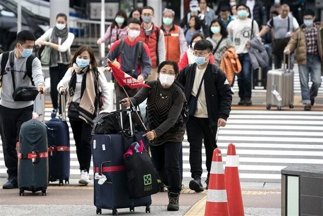 محدودیتهای مسافرتی در دنیا همچنان باقی است | عکس