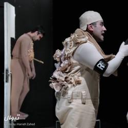 نمایش لطفا یک قاتل بالفطره باشید (یا) ماجرای اندوه یک استیو مک منمن | عکس