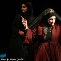 نمایش بیوههای غمگین سالار جنگ   عکس
