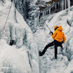 یخ نوردی در آبشار یخ زده گنجنامه | عکس