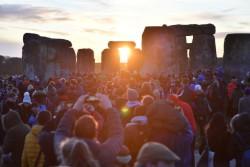 جشن انقلاب زمستانی در «استون هنج» | عکس