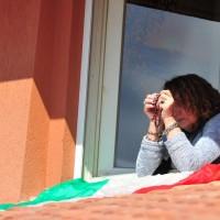 پنجره و بالکنهای جهان در روزهای کرونا   گروستو، ایتالیا