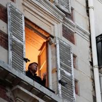 پنجره و بالکنهای جهان در روزهای کرونا   پاریس، فرانسه