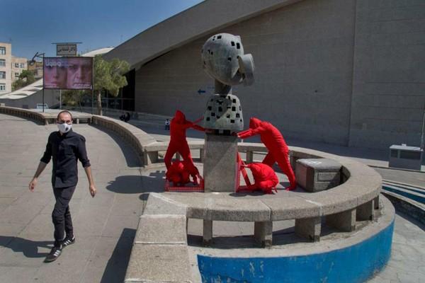 قدردانی از دو هنرمند معاصر در اجرایی پایانی «جابه جایی تئاترشهر؛یک سانتی متر نزدیک تر» | عکس