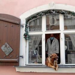 پنجره و بالکنهای جهان در روزهای کرونا | پراگ، چک