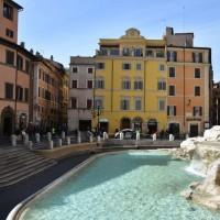 ایتالیا خالی از توریست | چشمه Trevi در رم که به روی بازدید کنندگان بسته شده است