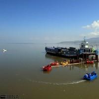 شناور شدن کشتی آرتمیا پس از ۷ سال در دریاچه ارومیه | عکس
