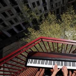 پنجره و بالکنهای جهان در روزهای کرونا | بارسلون، اسپانیا