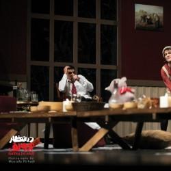 نمایش در انتظار آدولف | عکس