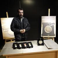 نشان و مدال اکبر رادی رونمایی شد | عکس