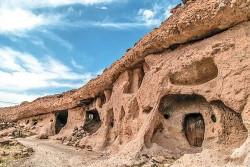 قدم زدن در روستای صخرهای ۳هزار ساله | عکس