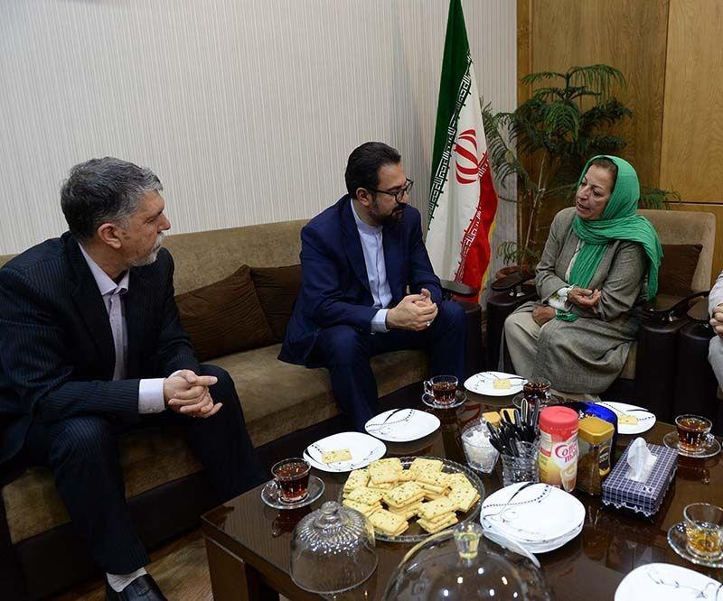وزیر فرهنگ و ارشاد به تماشای «دزد لالاییها» نشست | عکس