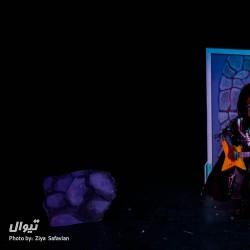 نمایش گرگ سیاه و زشت که اصلا نمیشه درباره اش نوشت | عکس