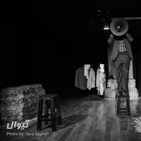 نمایش پاره سنگ در جیب هایش   گزارش تصویری تیوال از نمایش پاره سنگ در جیب هایش/ عکاس: سارا ثقفی   عکس